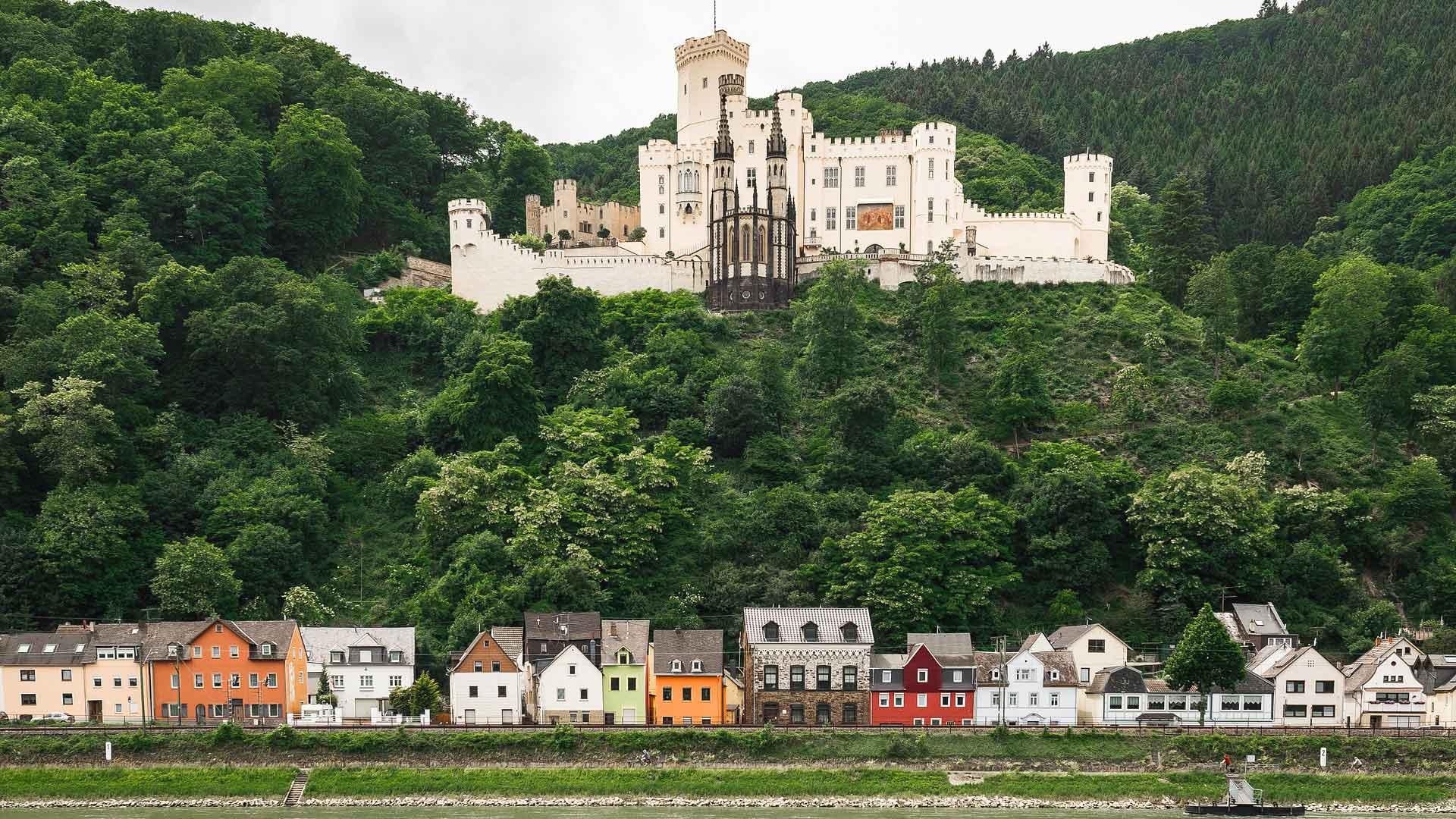 De indrukwekkende Burg Stolzenfelz aan de Rijn.