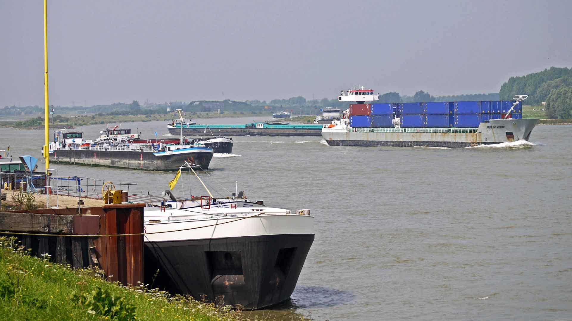 Bij Pannerden splitst de Rijn in de IJsel en de Waal.