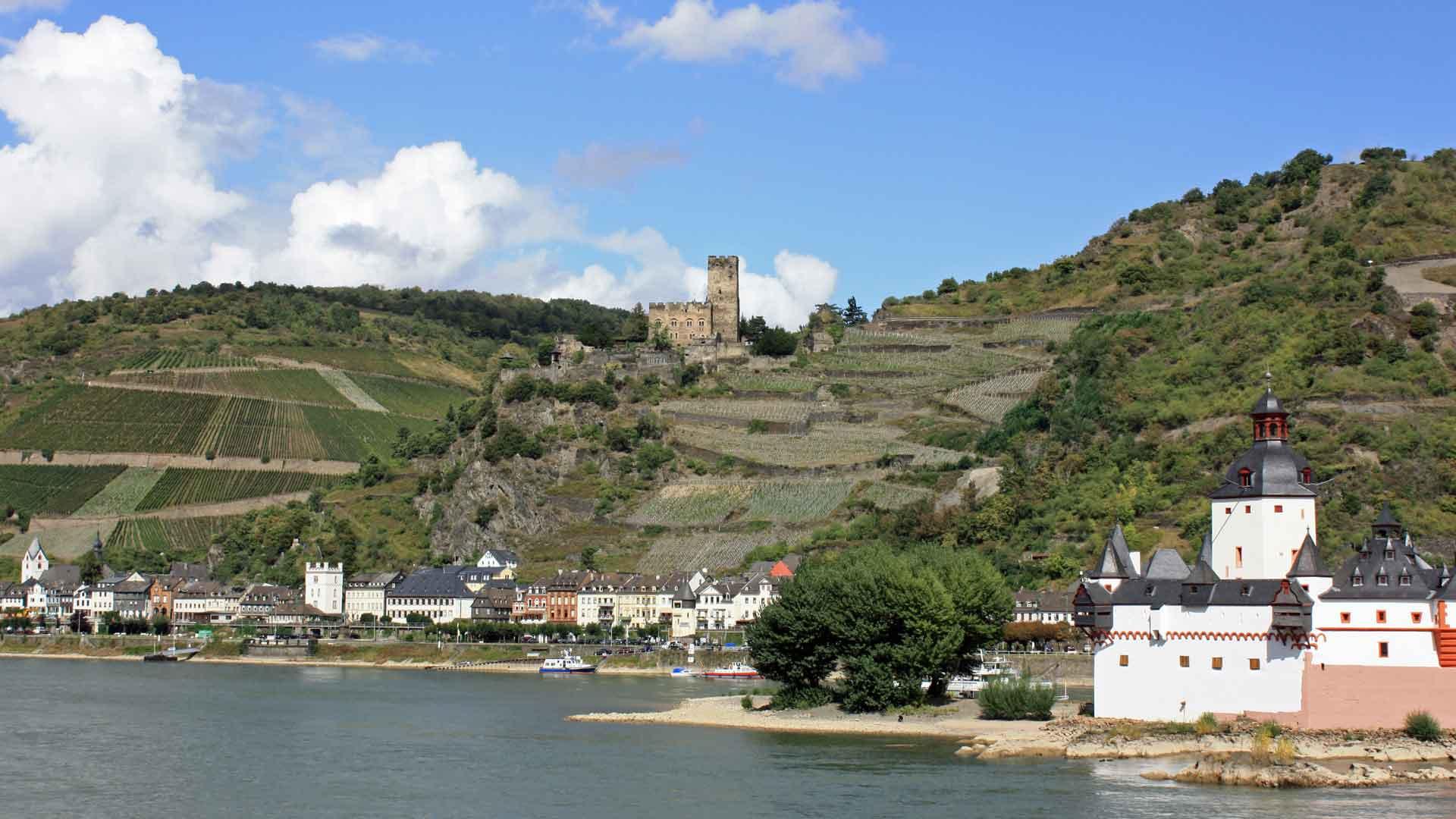 Pfalzgrafenstein ligt op een eilandje in de Rijn bij Kaub.