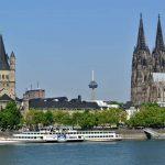 De Dom van Keulen torent boven de Rijn uit. Een van de hoogtepunten tijdens je individuele fietsvakantie langs de Rijn.