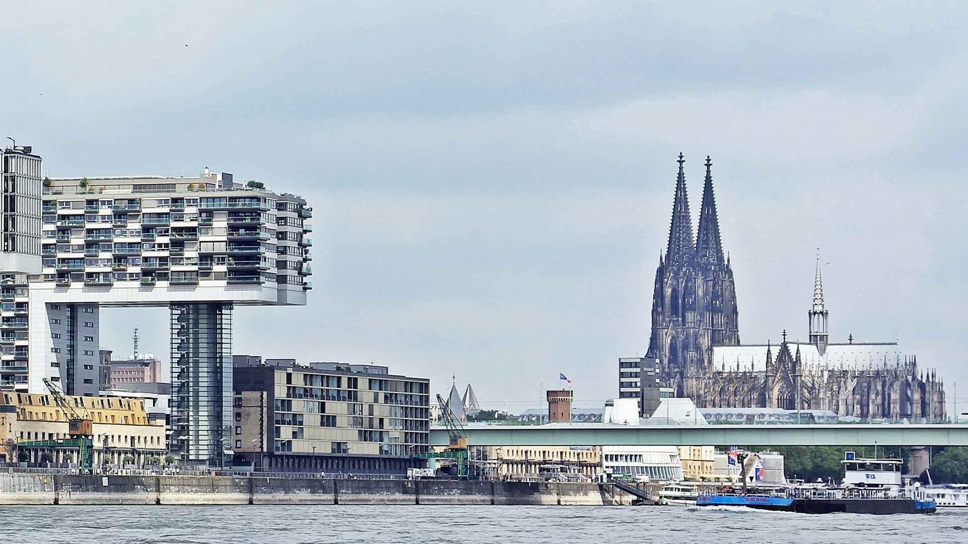 Mooi contrast tussen oud en nieuw in Keulen.