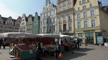 Het marktplein in de Hanzestad Rostock.
