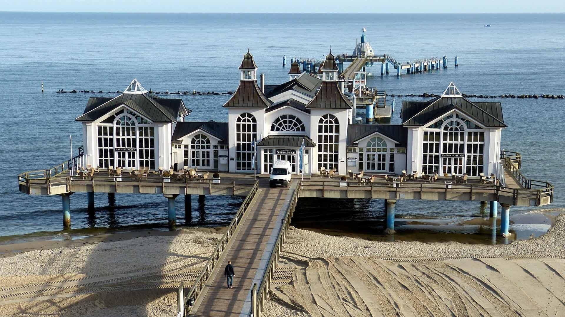 De prachtige pier van Sellin op Rügen. Een van de highlights van een fietsvakantie op Rügen, Hiddensee en Usedom