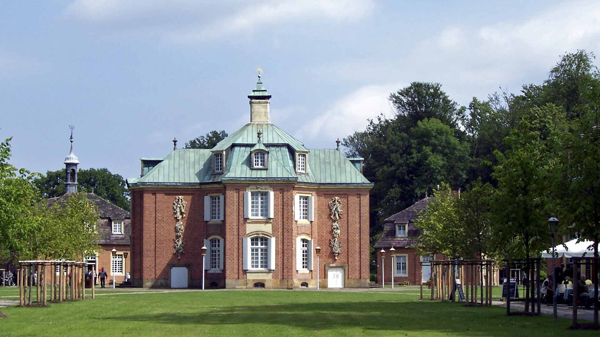 Het prachtige barokke jachtslot Clemenswerth in het Emsland.