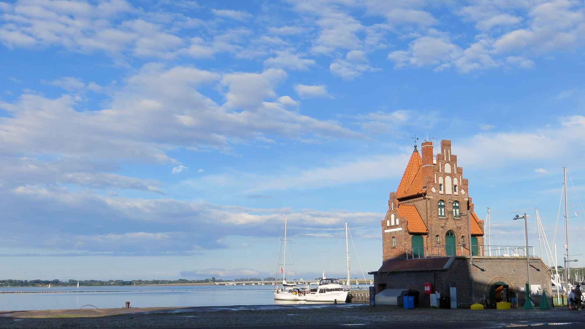 Het Hafenamt in Stralsund.