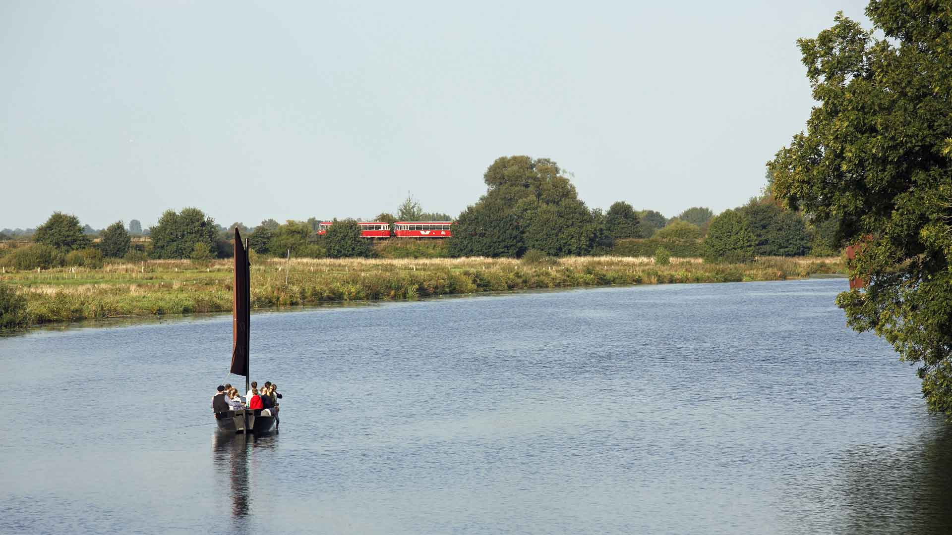 Maak tijdens je verblijf in Worpswede eens een gecombineerde trip van de Moorexpress en turfschuit.