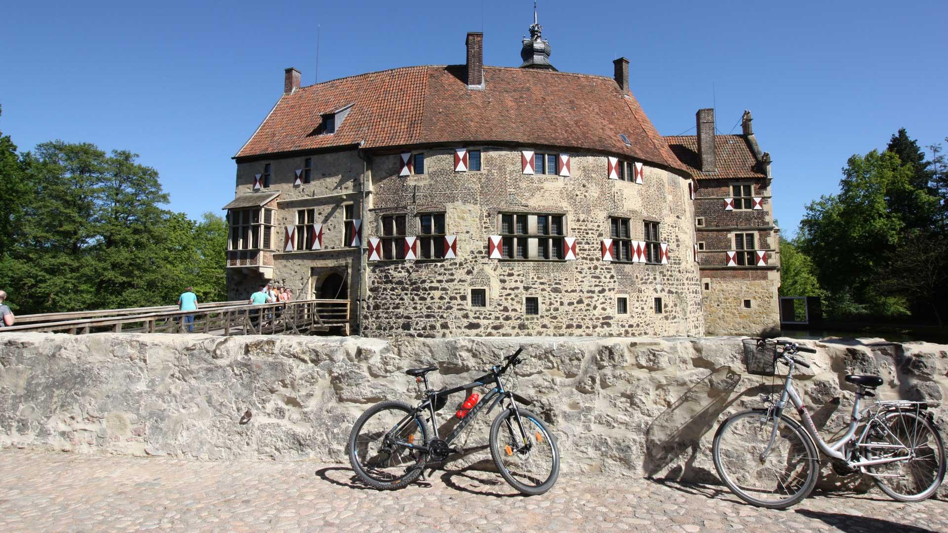 Burg Vischering in Lüdinghausen is een populaire bezienswaardigheid als je gaat fietsen in het Münsterland.