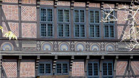 Prachtig voorbeeld van vakwerk in de stijl van de Weserrenaissance bij Burg Schaumburg.