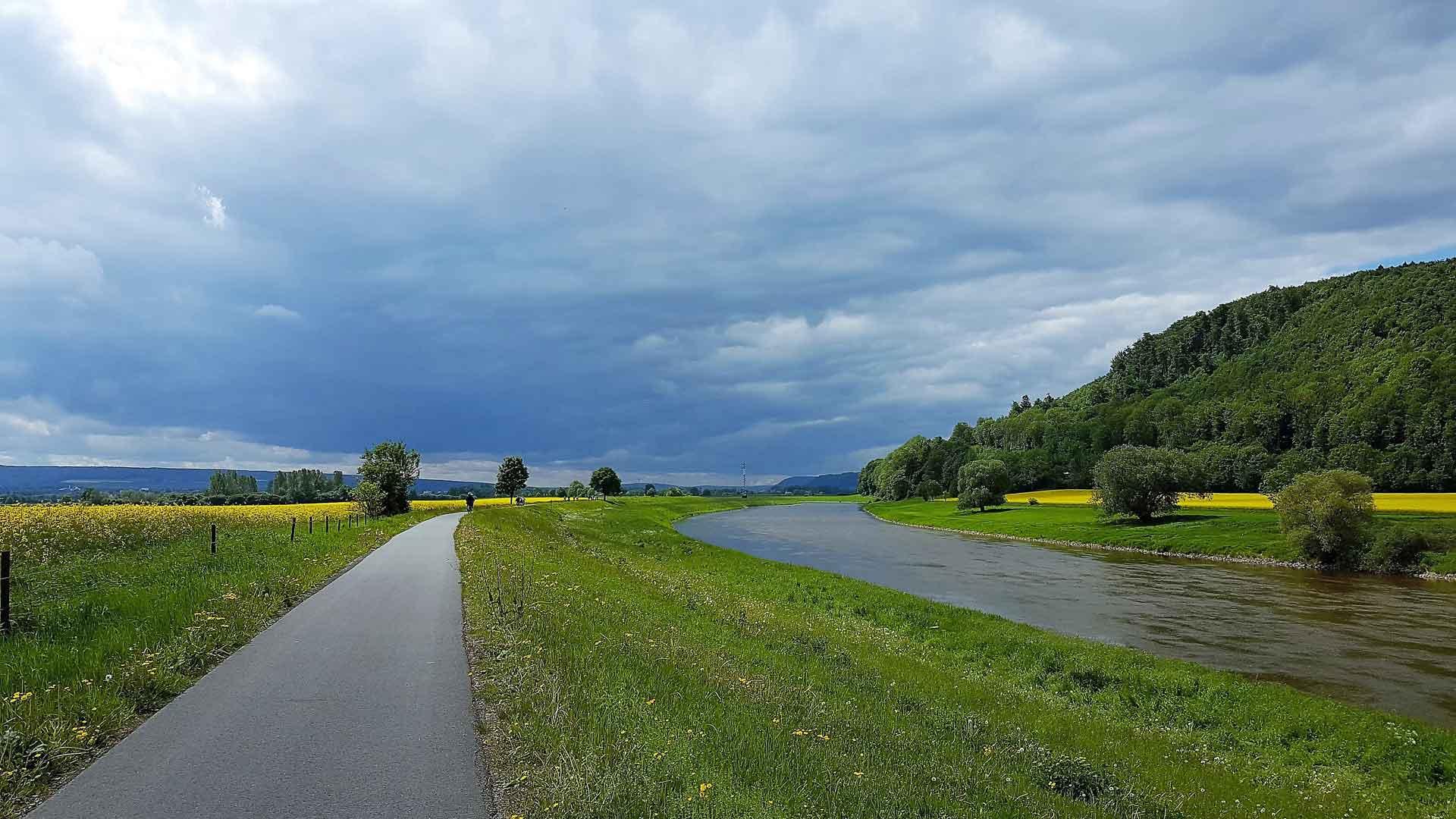 De fietspaden langs de Weserradweg zijn veelal erg goed. © fietsvakantie-duitsland.nl