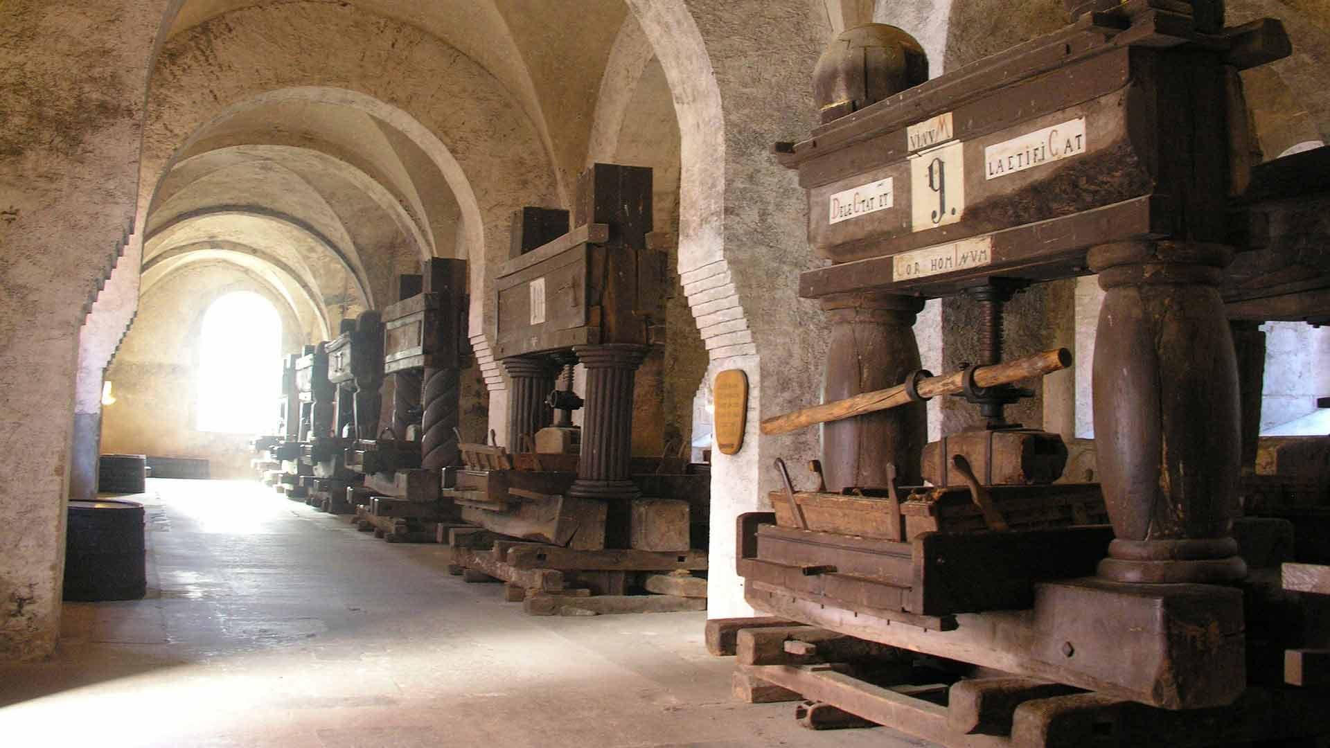 In klooster Eberbach zijn oeroude wijnpersen te bewonderen.