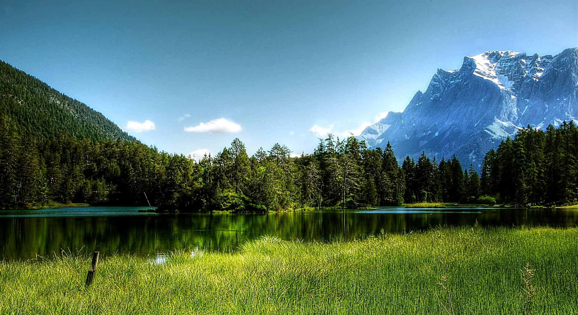 Het landschap rondom de Zugspitze, de hoogste berg van Duitsland.