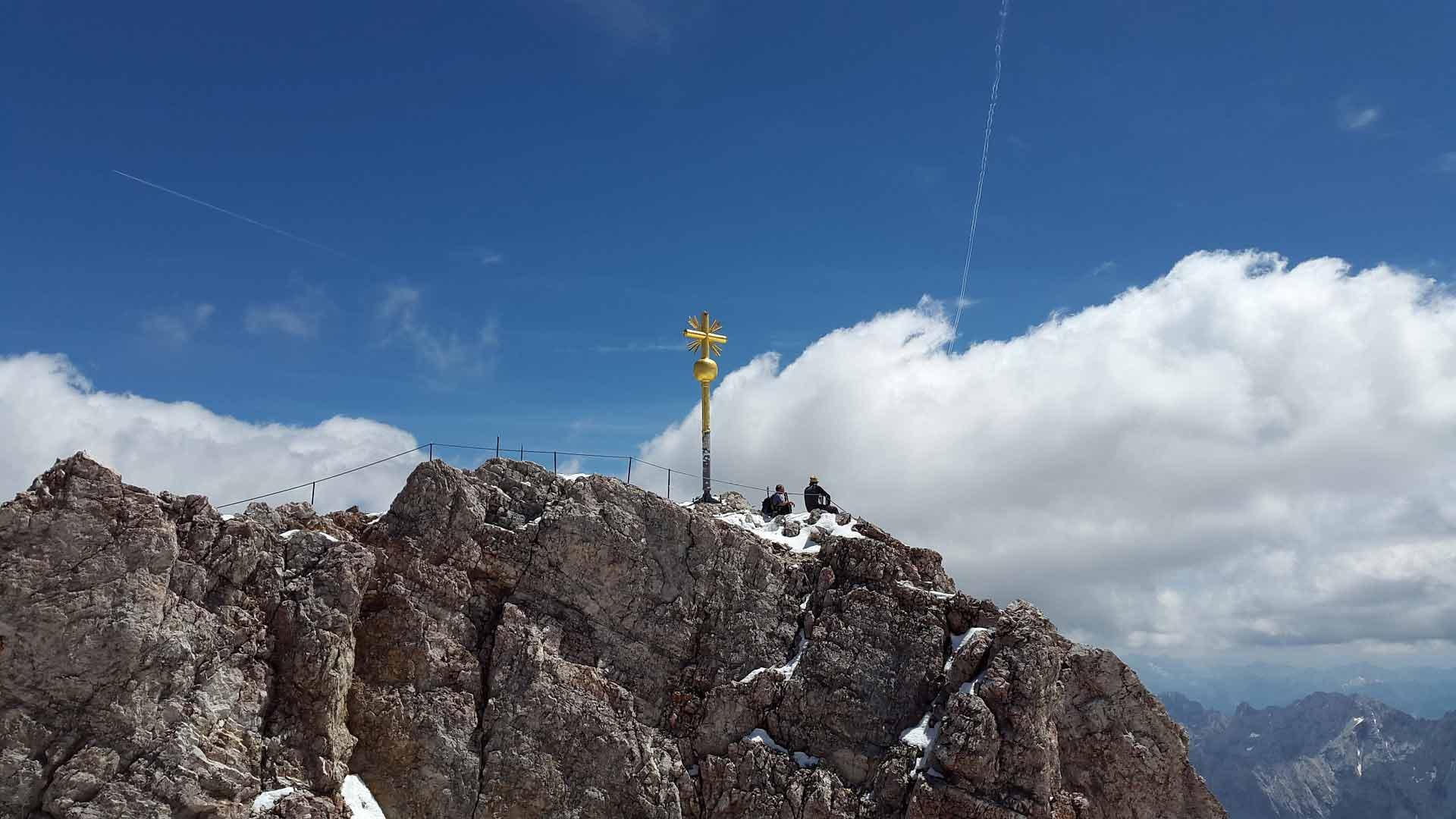 De top van de Zugspitze ligt op 2962 m.